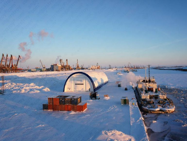 Ангар в порту для ремонта кранов
